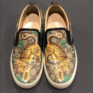 Gucci tiger slip-on sneakers